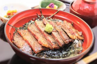 ステーキ丼 信濃牛を使用した人気の丼です
